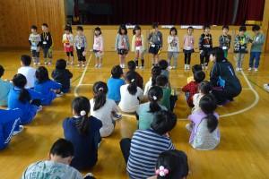 最後にみんなで校歌を歌いました。1年生もとても上手に歌えました。\