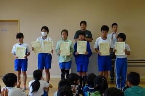 先月の陸上記録会入賞者の児童たち
