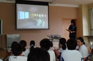 施設の下見時の写真を活用して、児童たちがイメージをもちやすいようにしています\