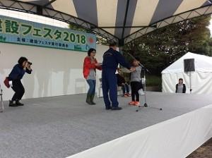 笠松運動公園屋内プール前の特設会場にて表彰されました